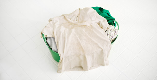 Remove unpleasant smells from clothes